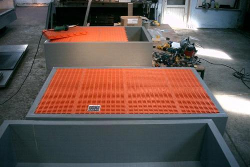Panel plastic drip trays